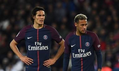 Cavani e Neymar lado a lado em uma partida do PSG Foto: FRANCK FIFE / AFP