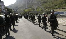 Forças Armadas fazem cerco à Favela da Rocinha Foto: Gabriel Paiva / Agência O Globo