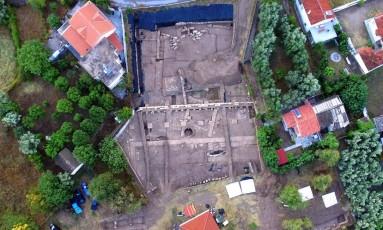 Imagem aérea mostra o sítio arqueológico onde o santuário foi encontrado Foto: UNIVERSIDADE DE LAUSANNE