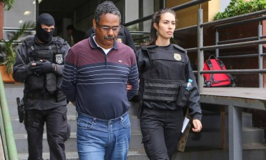Ex-gerente da Petrobras, Roberto Gonçalves, foi preso na Operação Paralelo (28/03/2017) Foto: Geraldo Bubniak / Agência O Globo