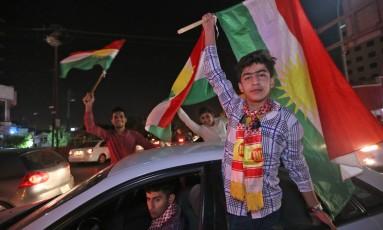 Curdos iraquianos comemoram a realização de um referendo sobre a independência da região Foto: SAFIN HAMED / AFP