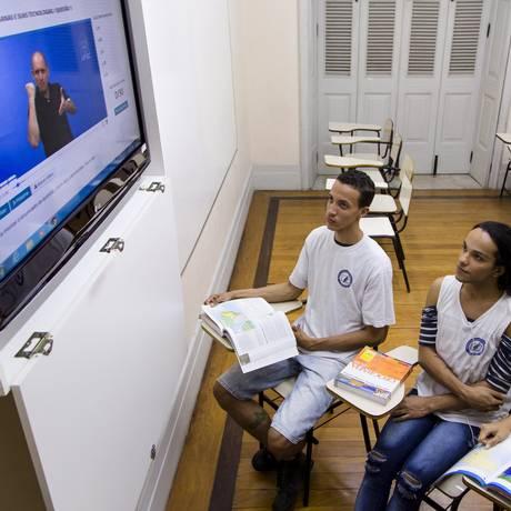 Alunos do Instituto Nacional de Educação de Surdos (Ines) fazem simulado para o Enem Foto: Leo Martins / Agência O Globo