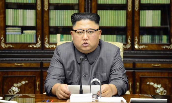 O líder norte-coreano, Kim Jong-un, faz um comunicado em resposta ao discurso do presidente dos EUA, Donald Trump, na ONU Foto: AP