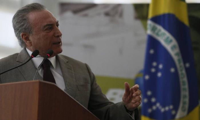 Temer anuncia crédito de R$ 3 bilhões a beneficiários do Bolsa Família