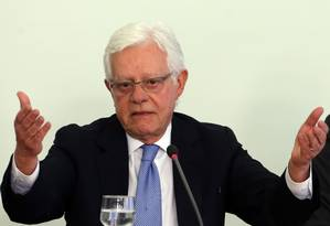 O ministro da Secretaria-Geral da Presidência, Moreira Franco (PMDB-RJ), durante entrevista Foto: Givaldo Barbosa / Agência O Globo/23-08-2017