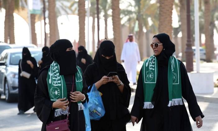 Mulheres chegam para um evento em Riad Foto: FAYEZ NURELDINE / AFP
