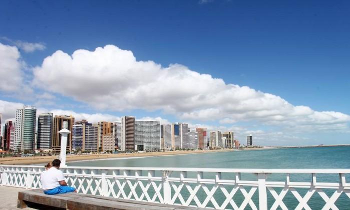 Beira-mar  a ponte dos Ingleses, na Praia de Iracema, é um dos locais para  se apreciar a beleza da orla de Fortaleza - Marcos Moura  Prefeitura de ... 2e4f130813