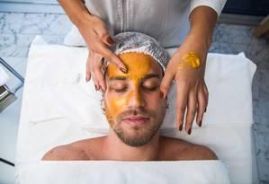 Máscara de ouro. Tratamento facial no Shine Spa do Sheraton Rio Foto: Bárbara Lopes / Agência O Globo