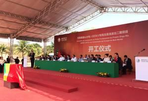 O diretor-geral do Departamento Internacional da State Grid Coporation of China, Zhu Guangchao, discursa durante lançamento da pedra fundamental da subestação, em Paracambi Foto: Bruno Rosa