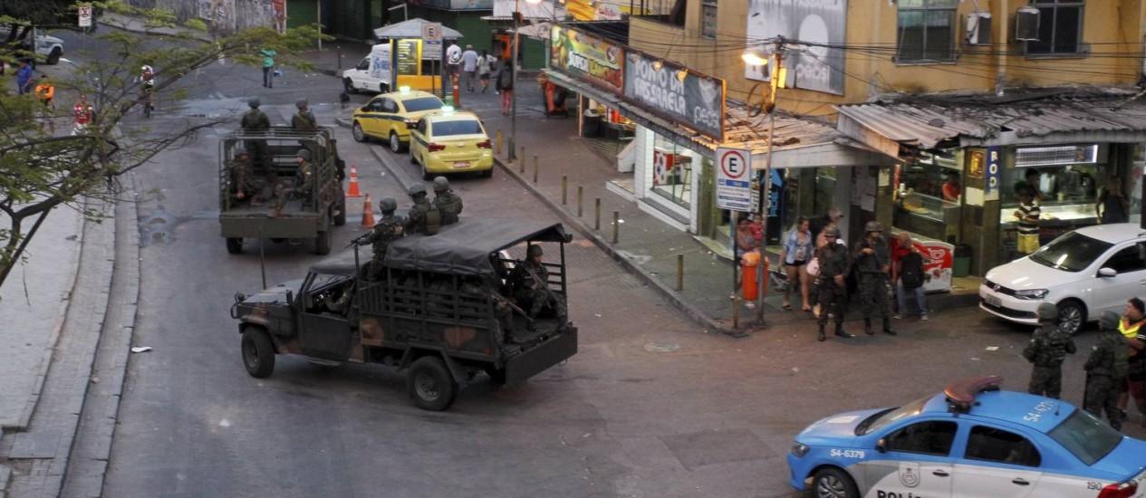 Os militares das Forças Armadas deixam a Rocinha Foto: Pedro Teixeira / Agência O Globo
