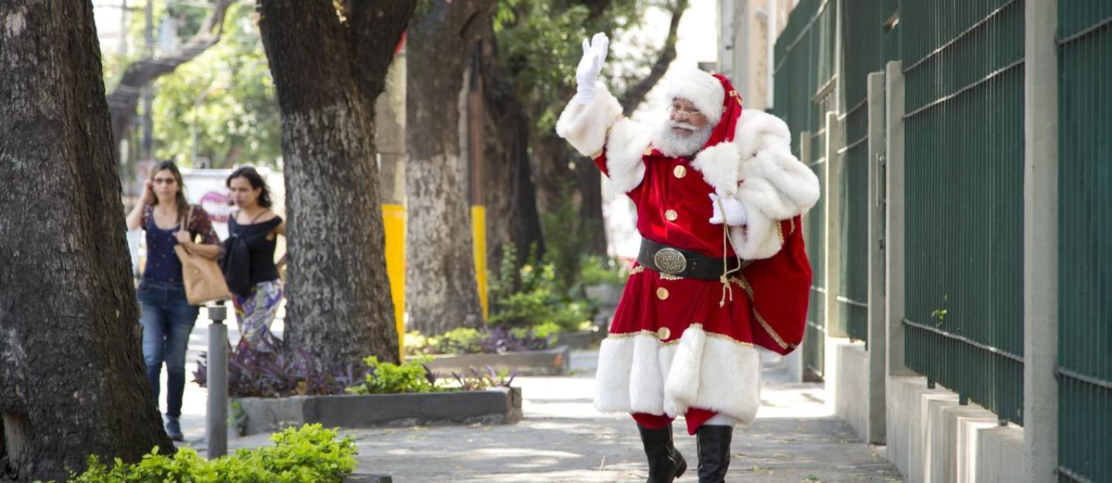 Escola de Papai Noel abre incrições. Na foto, o ator Limachem Cherem encarnando o Papai Noel Foto: Leo Martins / Agência O Globo