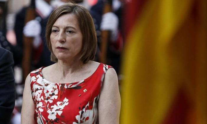 A presidente do Parlamento catalão, Carme Forcadell, participa de uma cerimônia em um monumento em Barcelona no Dia Nacional da Catalunha (Diada) Foto: PAU BARRENA / AFP