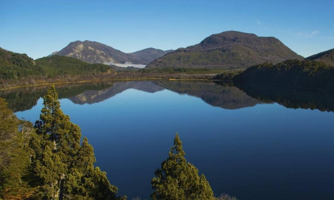 O Lago Machónico faz parte do roteiro cênico entre San Martín de los Andes e Villa la Angostura, na Patagônia argentina Foto: Divulgação / Intprotur