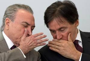 O presidente Michel Temer, com o ministro Eliseu Padilha, da Casa Civil Foto: LULA MARQUES / Agência O Globo