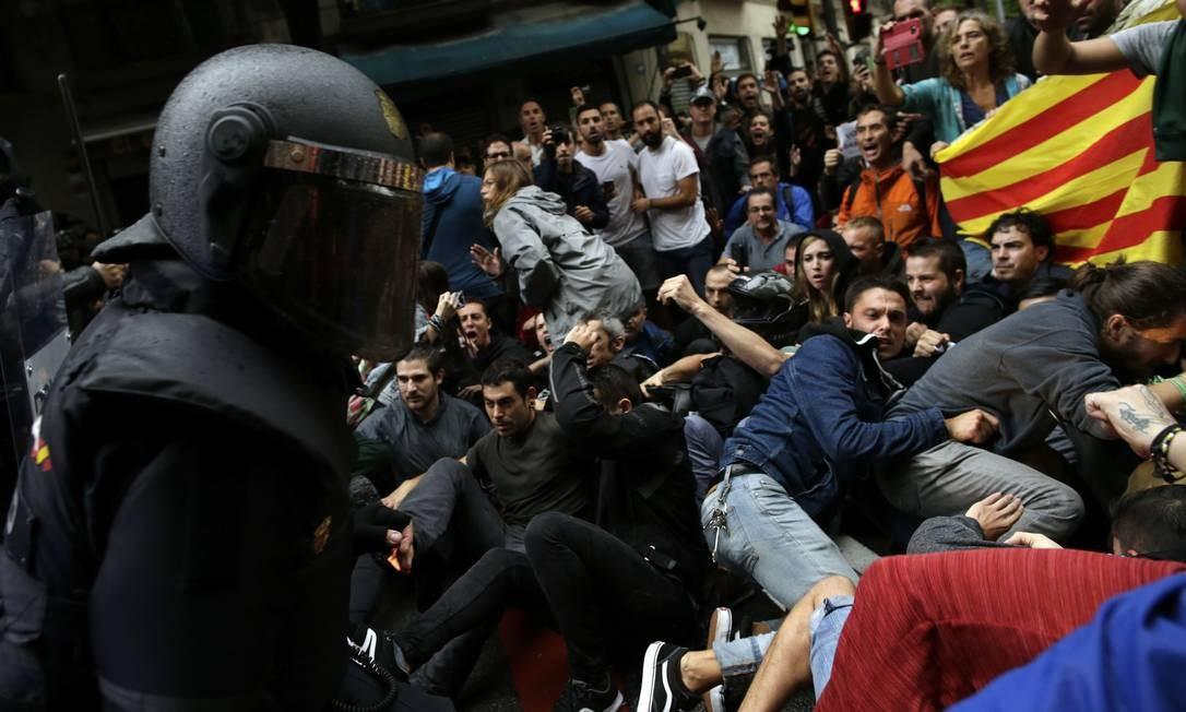 Policiais usaram a força contra os manifestantes Foto: Manu Fernandez / AP