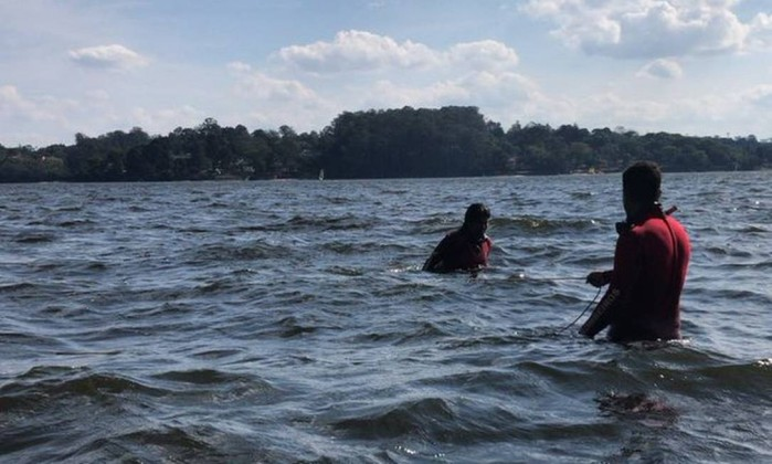 Bombeiros buscam banhistas que desapareceram na Represa de Guarapiranga, em SP