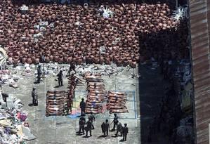 Presos foram levados para pátio da penitenciária após rebelião Foto: José Luiz da Conceição