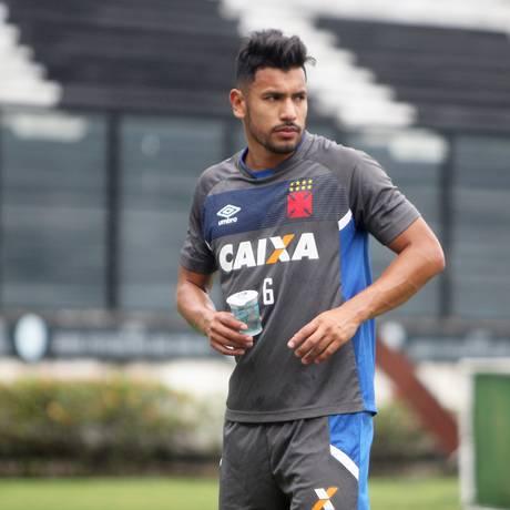 Andrés Rios no treino do Vasco na terça-feira Foto: Paulo Fernandes