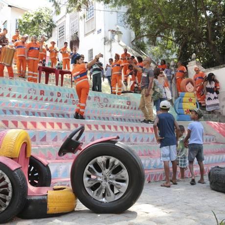 Garis que revitalizaram o ponto de descarte na esquina das ruas Maia de Lacerda e São Cláudio Foto: Divulgação