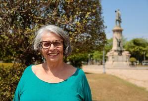 A cineasta Lúcia Murat posa no local que inspirou o filme e com o qual tem uma relação afetiva Foto: Brenno Carvalho / Agência O Globo