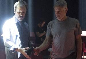 Denis Villeneuve dirige Harrison Ford no set de 'Blade runner 2049' Foto: Divulgação