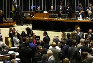 Deputados reunidos em plenário durante discussão e votação de alguns pontos da reforma política Foto: Givaldo Barbosa / Agência O Globo