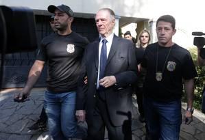 Agentes prendem Carlos Arthur Nuzman, presidente do Comitê Olímpico Brasileiro (COB) e do Comitê Rio-2016 Foto: Marcio Alves / Agência O Globo