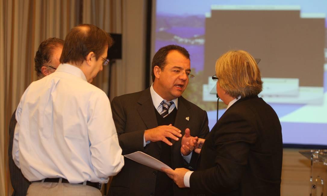 O ex-governador Sérgio Cabral reunido com Arthur Nuzman, e o diretor-geral de operações da Rio-2016 (de óculos e de costas) Foto: Reprodução