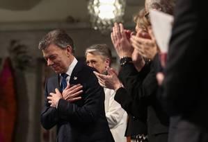 O presidente colombiano, Juan Manuel Santos, é aplaudido durante a cerimônia da entrega do Prêmio Nobel da Paz na cidade de Oslo Foto: Haakon Mosvold Larsen / AP
