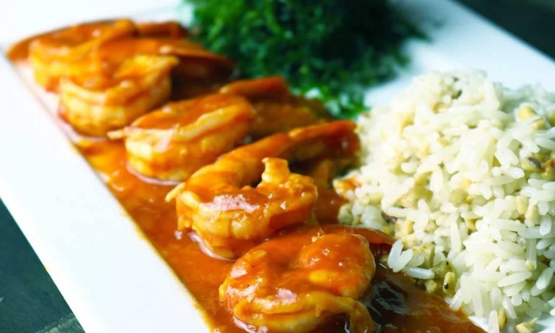 Da Silva. O camarão à moda de Macau, feito no óleo de gergelim e com toque de gengibre e arroz, custa R$ 49 Foto: Divulgação