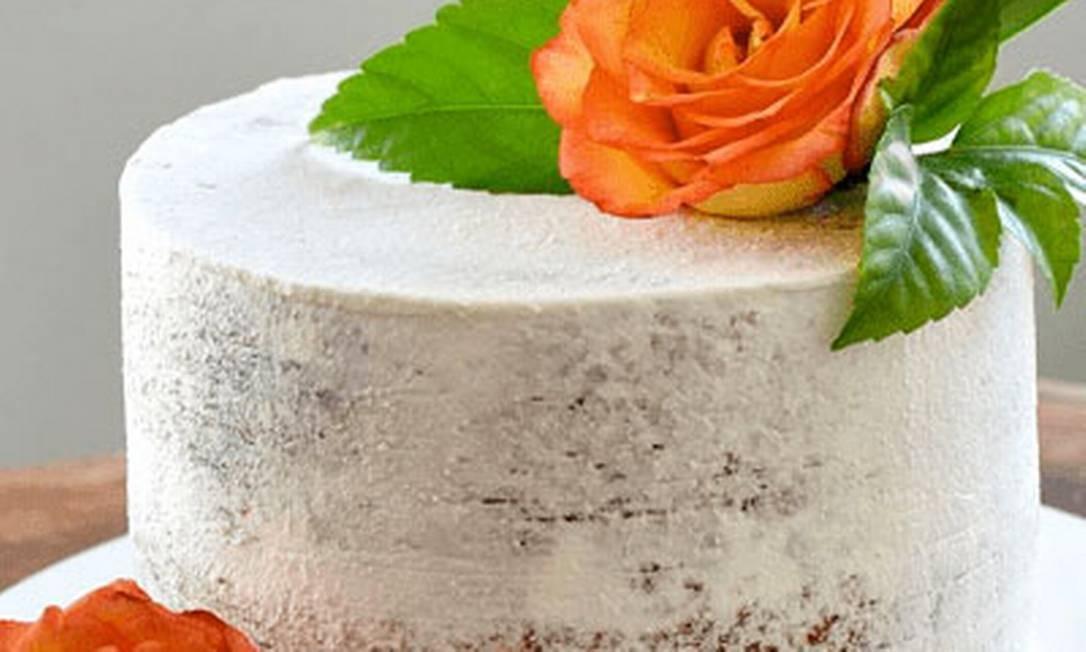Bolos Diana Carolina. O Semi Naked Cake é recheado com brigadeiro de limão-siciliano (R$ 160) Foto: Divulgação