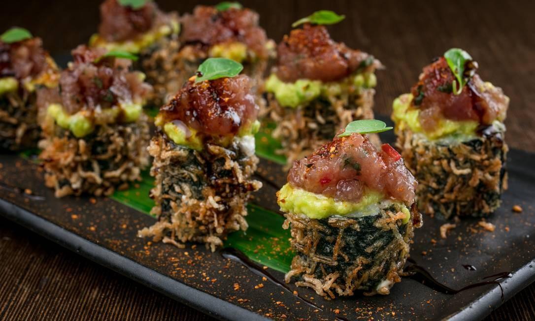 Togu: Roll tuna spicy com guacamole enrolado de atum com bardana e geleia de pimenta (R$ 38). Rua Dias Ferreira 90, Leblon - 2294-2749. Foto: Divulgação/Tomas Rangel
