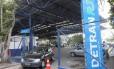 Vistoria de motoristas inadimplentes estava vetada pelo governador Pezão Foto: Guilherme Pinto / Agência O Globo