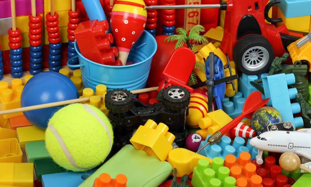 Especialistas aconselham: não compre brinquedos no comércio informal. Além de riscos visíveis, há o de toxidade Foto: Arquivo
