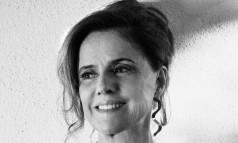 Marieta Severo posa em sua casa, no Rio Foto: Fotos de Nana Moraes / Styling: Mara Mac Dowell e Isabela Jordão Dreux (com peças Mara Mac). Beleza: Edilson Ferreira (com produtos Dior e L'Oréal Professionnel). Assistente de fotografia: Júlio Carlos