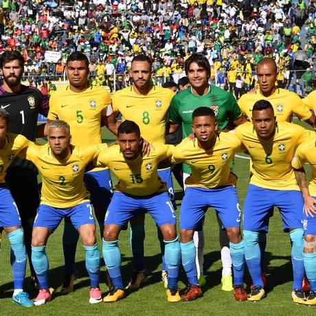 Marcelo Moreno, de verde, posa com a seleção brasileira Foto: NELSON ALMEIDA / AFP
