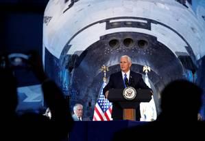 Mike Pence discursou nesta quinta-feira, dia 5, no Museu Nacional Smithsonian do Ar e do Espaço, na Virgínia Foto: JONATHAN ERNST / REUTERS