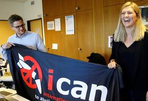 Líderes da Ican celebram prêmio Nobel da Paz Foto: Denis Balibouse/Reuters
