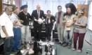 O ministro Alexandre de Moraes dança com indígenas em seu gabinete no STF Foto: Reprodução/Twitter