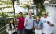 No Recreio, Carolina Ribeiro, Antonio Maia, Paulo Ribeiro, Salete Salvador e Rui Sebastiao usam o aplicativo CondomínioApp.com para resolver situações do dia a dia do condomínio