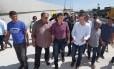 O prefeito Marcelo Crivella e o novo secretário municipal de Assistência Social, Pedro Fernandes, visitam cracolândia na Avenida Brasil, na altura de Bonsucesso