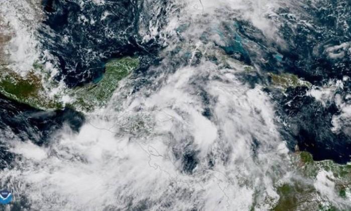 Nate perde força e volta a ser tempestade tropical nos EUA
