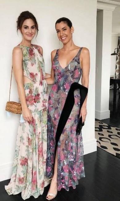 As digital influencers Vic Ceridono e Camila Coutinho também investiram no floral Reprodução Instagram