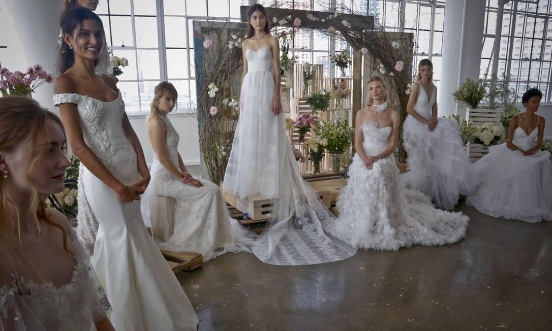 Quer inovar no seu casamento? A semana de moda de noivas de Nova York apresentou as principais tendências quando o assunto é o vestido para o 'grande dia'. Confira a seguir as aspostas dos estilistas mais badalados quando o assunto é roupa para o altar Bebeto Matthews / AP