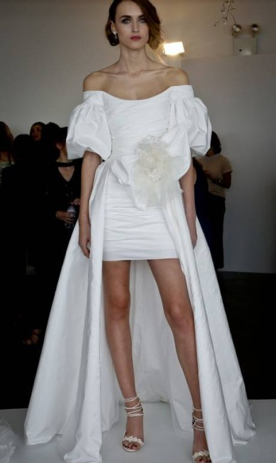 5) MANGAS: bem à la princesa Diana, as magas surgiram bufantes, mas com uma pegada moderna, como mostra este vestido Marchesa Bebeto Matthews / AP