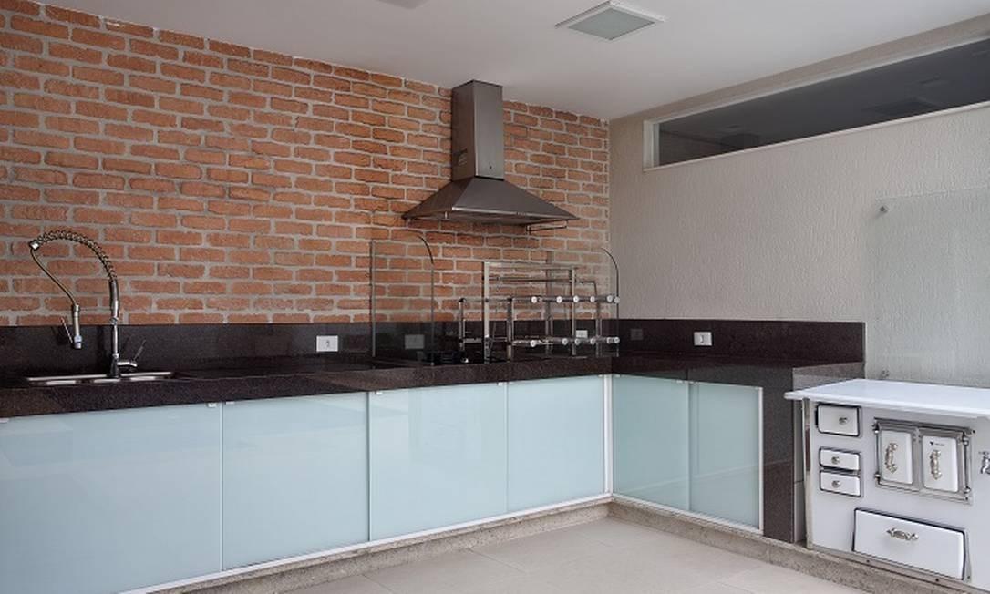 A casa ganhou espaço gourmet, sonho antigo dos moradores Foto: Divulgação