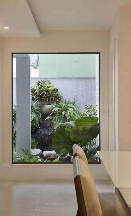 As amplas janelas permitem a entrada de luz natural Foto: Divulgação