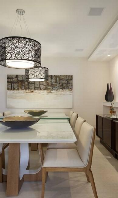 A sala de jantar tem comunicação com a cozinha e com a sala de estar Divulgação