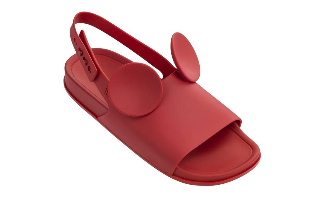 Sandália com as orelhas do Mickey Melissa Beach Slide, R$ 160 Divulgação