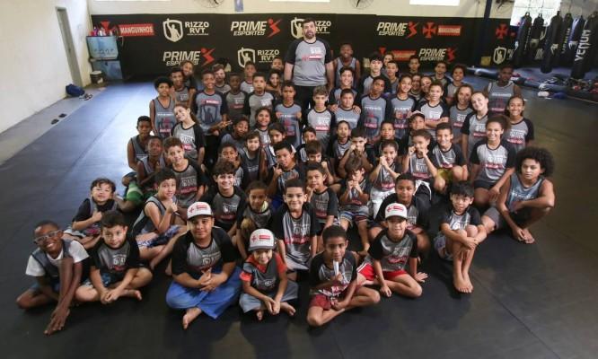 Pedro Rizzo realiza um sonho antigo ao ensinar lutas marciais a crianças e adolescentes Foto: Eduardo Uzal
